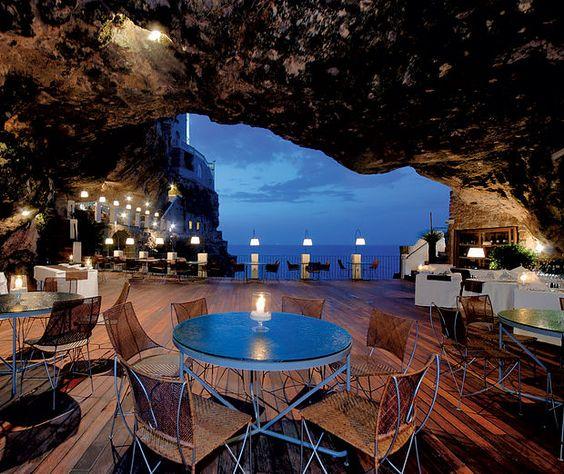 Puglia, restaurant in pestera